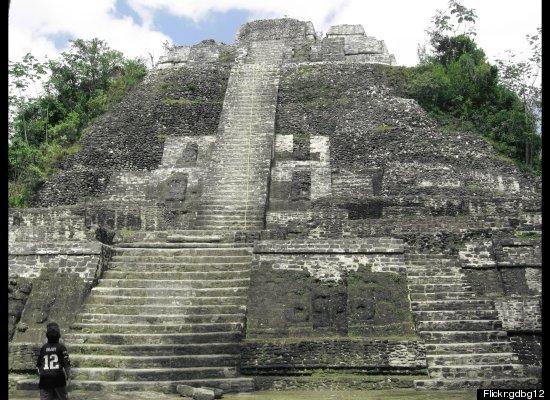 lamanai belize maya ruins site