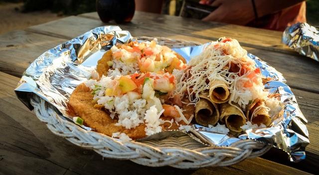 Street Food Placencia Chabil Mar Resort - Belize